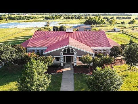 10 000 Square Foot Texas Barndominium Tour Youtube Barndominium Modern Country Style Metal Building Homes