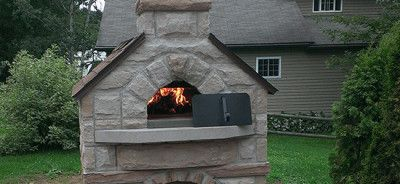 Description: Spectacular outdoor entertainment area featuring a pizza oven and lots of space for hungry guests.