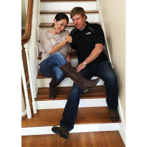 chip and joanna gaines fixer upper the best show on tv magnolia fixer upper pinterest. Black Bedroom Furniture Sets. Home Design Ideas