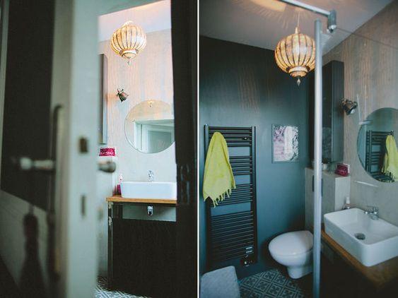 Dans la mini salle de bains de 3 m l 39 ambiance se fait for Carreaux de ciment couleurs et matieres
