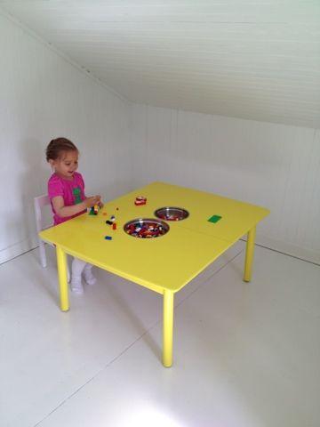 Legobord: sage beina av gammelt skralt bord, skjære ut hull til ...
