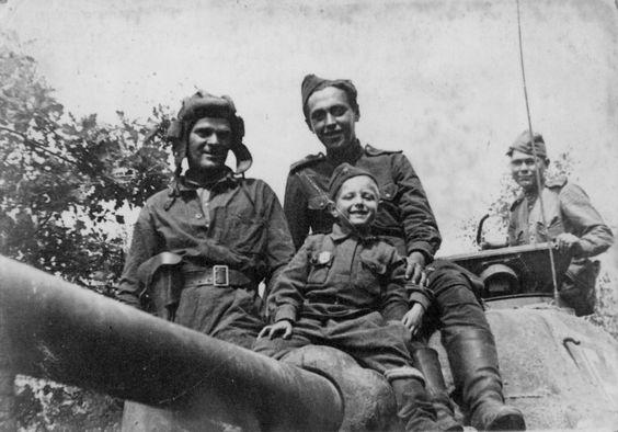 17 J Gvardejskaya Tankovaya Brigada V Sostave 1 Go Gvardejskogo