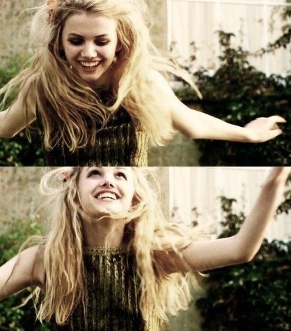 Skins, Cassie She is son crazy,funny and perf.