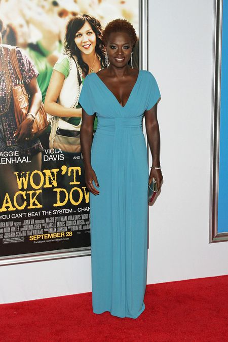 viola davis is stunning in this shade of blue