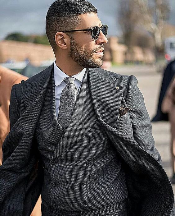Amazing style inspiration by our friend @sartoriomerta    wearing @sciamatofficial 3-piece with @beckettrobb tie and square and club collar shirt by @cordone_1956 x @tbdeyewear green Cran glasses Pic by @giacomo_m_perotti  #inspirationsmagazine