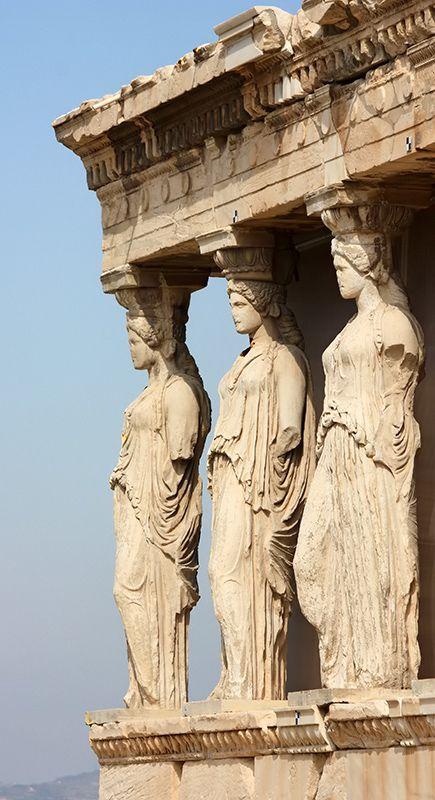 Tres de las Cariátides en el Erecteión  Atenas  Grecia