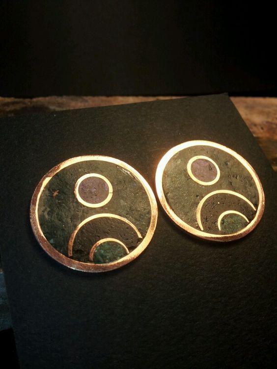 aros de cobre con pin y piedras