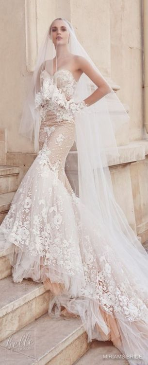 Beautiful flowery wedding dress!
