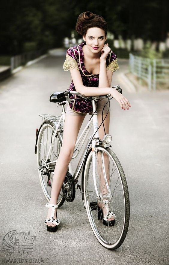 Girl On Bicycle http://girl-on-bicycle.blogspot.com/