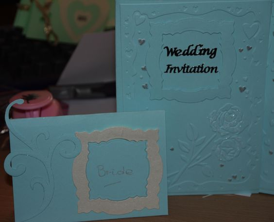A closer view of the sky blue rose invite and name card