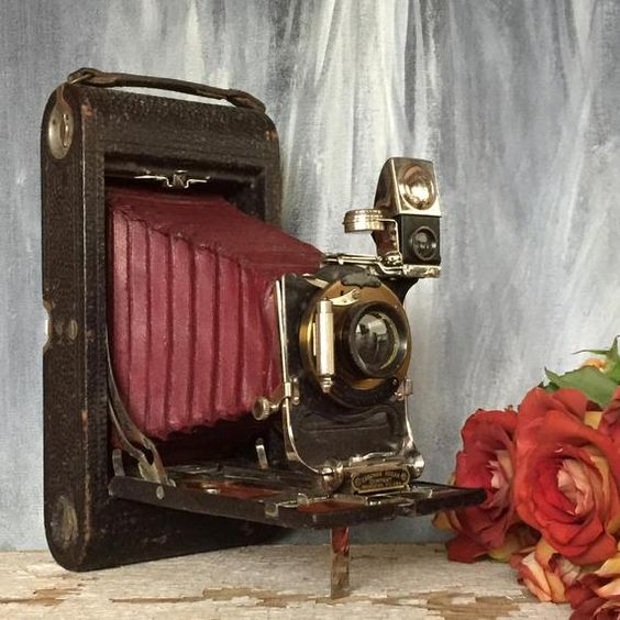 This gorgeous vintage Kodak 3A camera is just dying for a special space in your bookshelves. Made in the 1900s, It is beautifully weathered and in good vintage condition. I am selling this camera as a display piece only. It would be a wonderful addition to any industrial loft space or a dark and