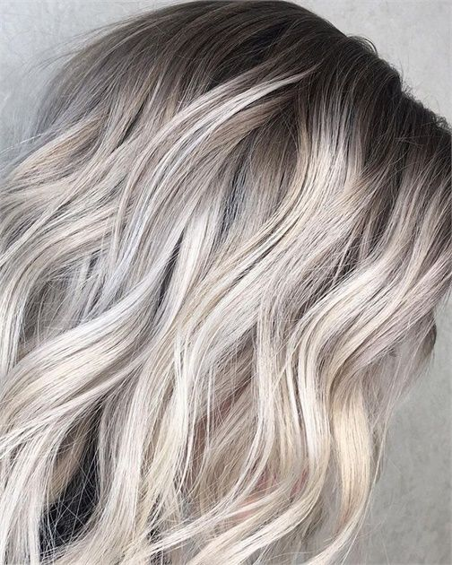 The Platinum Card Lightening Technique That S Behind Beautiful Blondes Beautiful Blonde Hair Hair Tint Silver Hair Color
