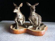 N.O.S Australia Ceramic Grey Kangaroos Salt & Pepper Shaker On Base