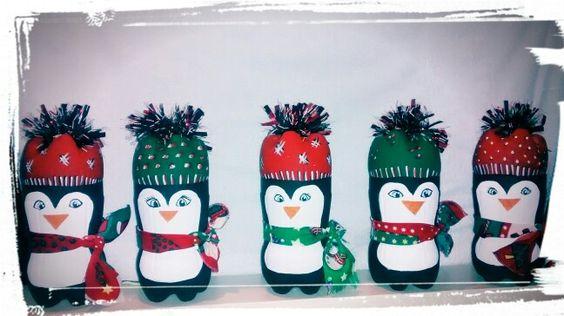 Pingüinos navideños con botella plástica.
