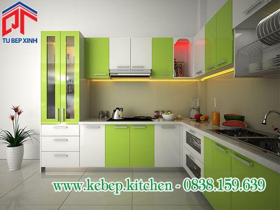Tủ bếp acrylic màu xanh lá phù hợp với không gian bếp nhỏ PTL146