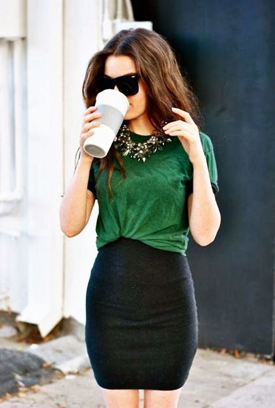 Love the emerald green color and the t-shirt and skirt combo, super simple but still sophisticated