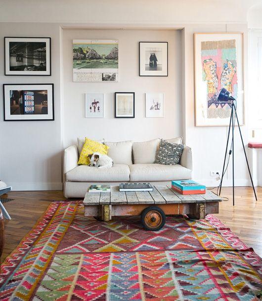 Colorful rug/prints + neutrals=  LOVE