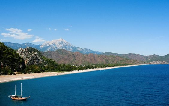 Playa de Olympos y montes Tauro