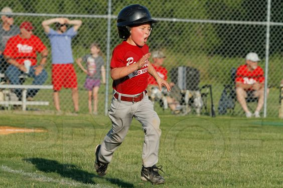 Phillies vs. Razorbacks 5-6 year old baseball 6-3-2014 (© Justin Manning) JWM_0169