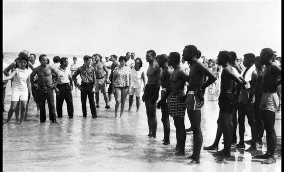 En el verano de 1964, los líderes nacionales de los derechos civiles esperaban impulsar la integración en las áreas públicas en San Agustín, Florida, incluyendo sus playas de baño.