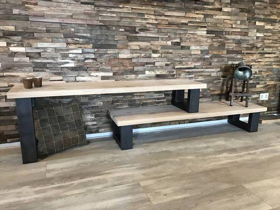 tv meubel met stalen poten en houten plank