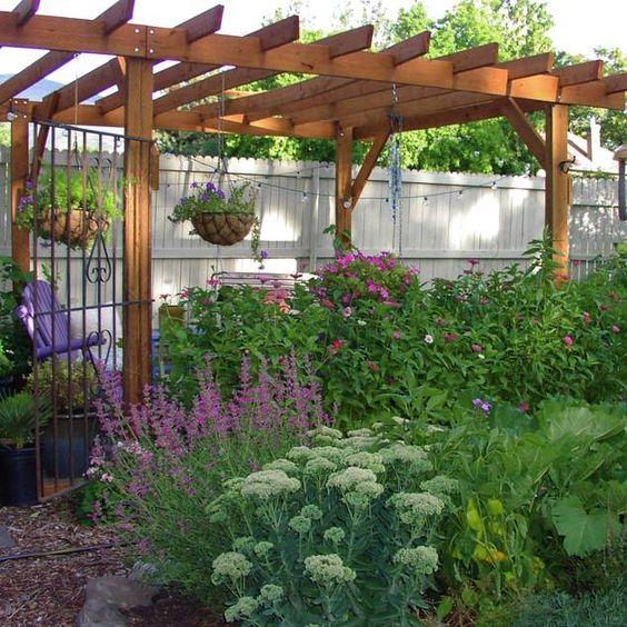 Pergola und Gartenzaun selber bauen