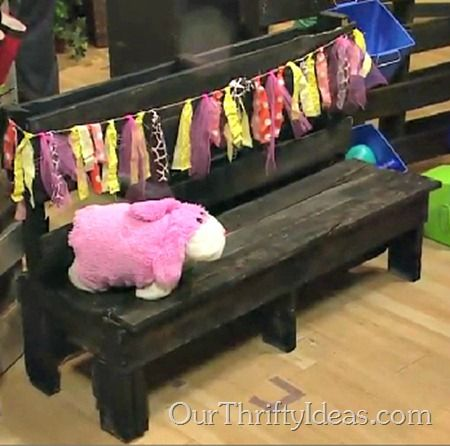 Make a Kids Bench out of wood #pallet. #DIY