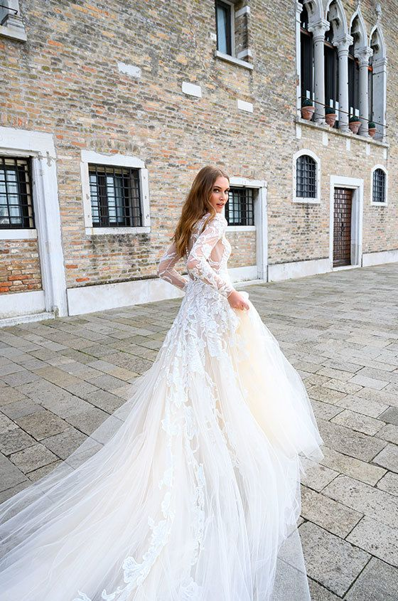 Bliss Monique Lhuillier 0137778 In 2020 Monique Lhuillier Bridal Embellished Lace Wedding Dress Wedding Dress Inspiration