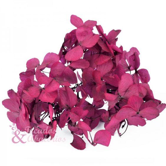 ¡Distintos colores para cada diseño! Ramillete de hortensia preservada. Flor natural con tratamiento liofilizante para prolongar el aspecto natural de la flor. #floresparatocados
