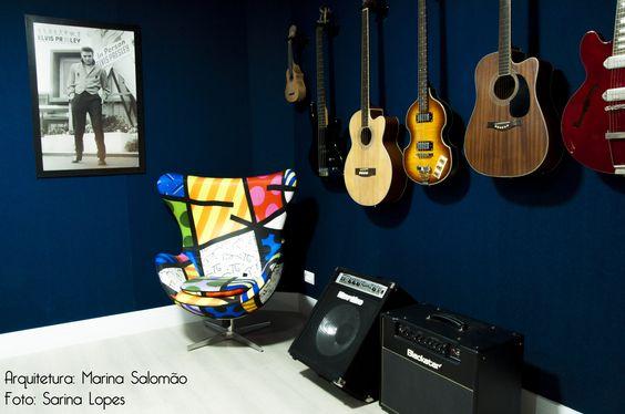 Studio de música- parede toda revestida em jeans. By Marina Salomão Arquitetura e Interiores.
