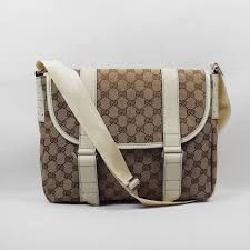 If you're looking for a designer or top qualityhandbag, you're in luck. You'll find all kinds of ladieshandbags from clutch bags, tote bags, shoulder bags at DFO Discount bags