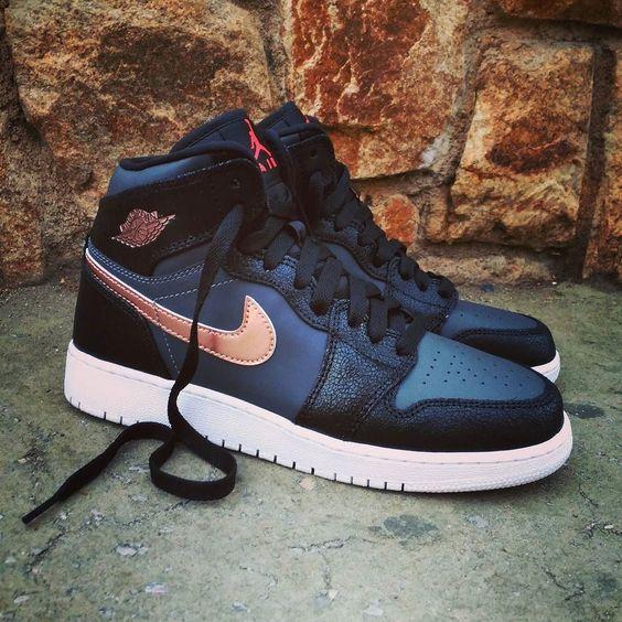 "Air Jordan 1 Retro HI ""Black Metallic Bronze"" Size Man - Price: 139 Size GS - Price: 89 (Spain Envíos Gratis a Partir de 75) http://ift.tt/1iZuQ2v  #loversneakers #sneakerheads #sneakers  #kicks #zapatillas #kicksonfire #kickstagram #sneakerfreaker #nicekicks #thesneakersbox  #snkrfrkr #sneakercollector #shoeporn #igsneskercommunity #sneakernews #solecollector #wdywt #womft #sneakeraddict #kotd #smyfh #hypebeast #nike #jordan1 #nikeair #airjordan #jordan"