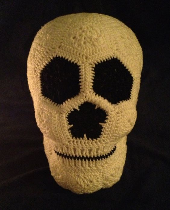 Crochet Lucy the Skull pattern 6,99 USD