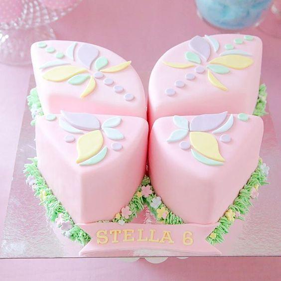«Bolo lindo com o tema Borboletas Confira esta linda festa em nossa Fan Page   #revistafazendosuafesta #festaborboletas #temaborboletas #cake…»