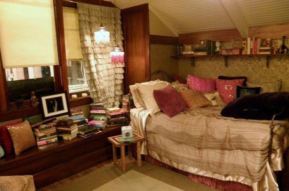 Aria Montgomery Bedroom: