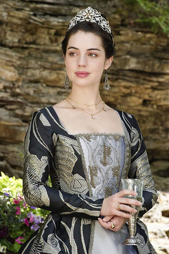 Adelaide Kane in Reign (2013) More close ups of the tailoring & modern features there are to be seeing.