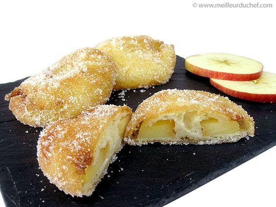 Beignet aux pommes -  4 pommes 1 jus de citron sucre cristallisé huile (friture) Pâte à frire: 250 g de farine 2 œufs 50 g de beurre fondu 100 g de lait 150 g de bière blonde 10 g de levure de boulanger fraiche 5 g de sel 4 blancs d'œuf