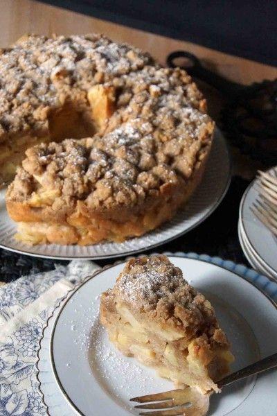 Sour Cream Apple Cake with Brown Sugar Crumble | strawberryplum  http://www.strawberryplum.com/sour-cream-apple-cake-with-brown-sugar-crumble/