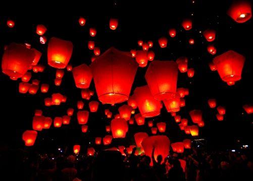 Lễ hội thả đèn trời mang lại nhiều cảm xúc