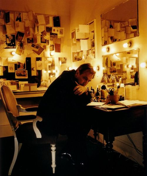 Alan Rickman - love all the cards and pictures pinned up ... wonder if they're from fans or friends and family ... maybe both ...???