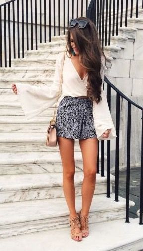 Love these patterned shorts paired with nude heels to create a super long legline. The sleeves make the arms look long and lean too! | petite fashion: