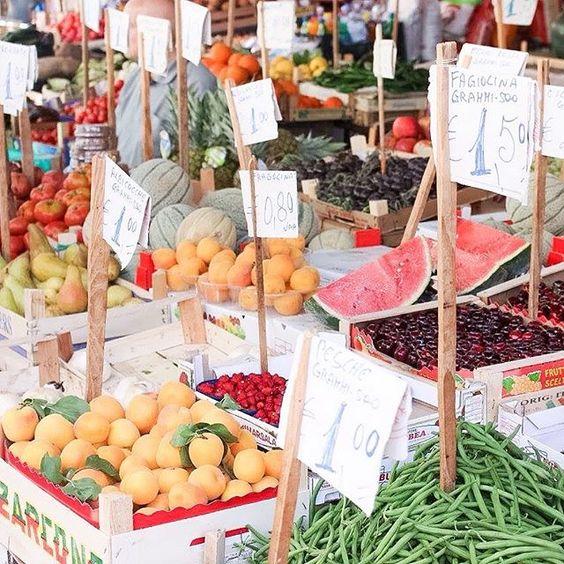 Ein normaler Markt in Palermo ☀️ Etwas schmuddelig, die Fische liegen umgeben von Schmutz ☀️ Naja sowas kennen wir nur aus Deitschland nicht, daher ist es ungewohnt  #travel #travelling  #market #reiselust #aidablu #mittelmeer #palermo #aida #travelblog #travelblogger