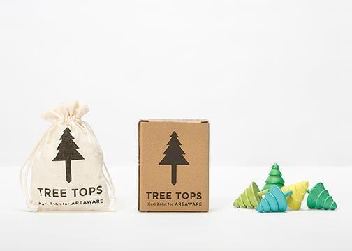 """5er Set KreiselEines der ältesten Spielzeuge der Menschheit und absolut low-tech - Kreisel begeistern Kinder und Erwachsene schon seit Jahrtausenden.Karl Zahn's 5er Set """"Tree Tops"""", zu deutsch Baumspitzen aber auch Baumkreisel, wurden aus dem Holz eines immergrünen Baumes gemacht und sehen auch so aus. Design: Karl ZahnHersteller: AreawareGröße: 5x4x4 cmMaterial: Schima Holz"""