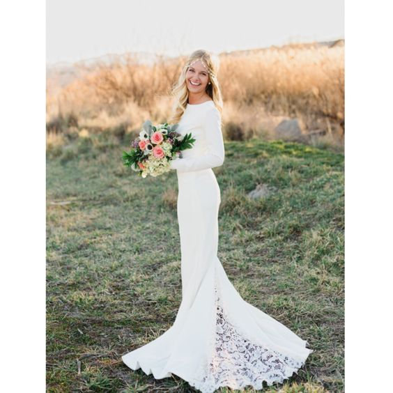 """Janay Marie - """"Brittany"""" Gown - Long Sleeved Knit Wedding Dress with Lace Godet Train de JanayMarieDesigns en Etsy https://www.etsy.com/es/listing/247235281/janay-marie-brittany-gown-long-sleeved"""
