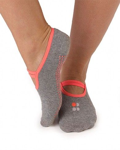 Yoga/barre socks! Socks that cover your toes. No one likes cold feet at winter yoga! #yoga #socks #cold