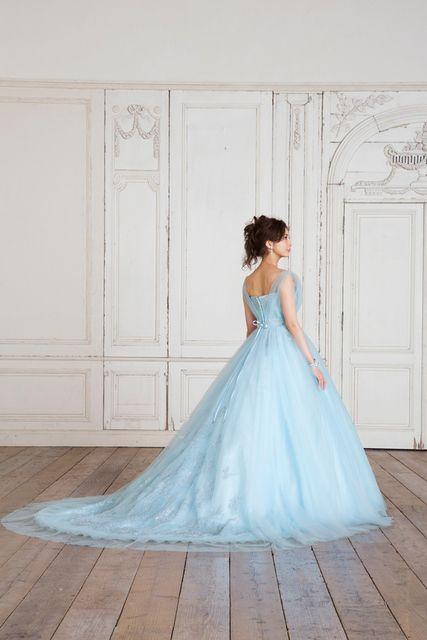 押切もえ水色のドレス後ろ姿素敵
