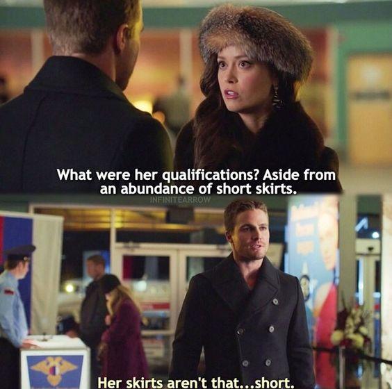 Quais foram as qualificações dela? Além de uma grande quantidade de saias curtas... Arrow: As saias não são tão ... curtas