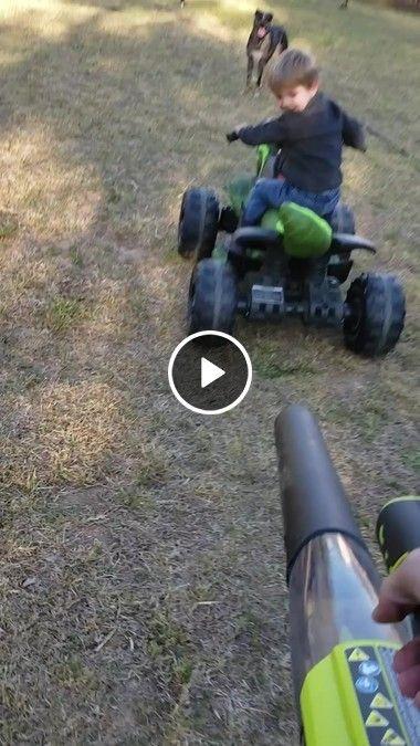 Perseguição entre carro e maquina de tirar folhas.