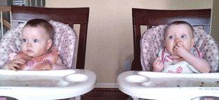Un bebé riéndose mola. Dos, más todavía