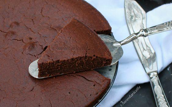 LaTorta al cioccolato con Farina di Riso - Senza Uova e Senza Burro è una torta morbida, leggera e delicata. Facile e veloce da preparare, è adatta anche